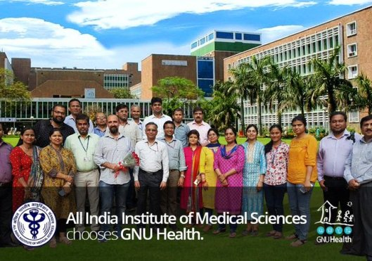 Group picture of AIIMS IT personnel and Luis Falcon